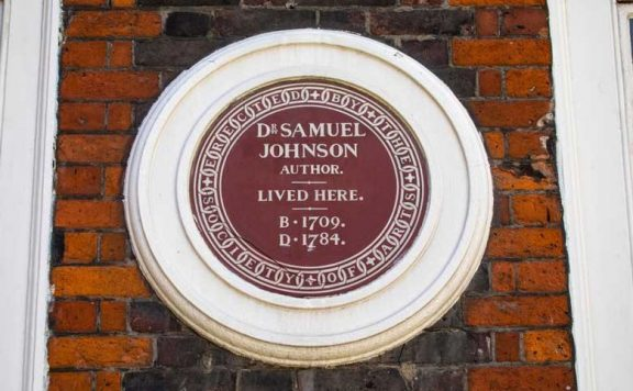 Plaque outside Dr Johnson's House